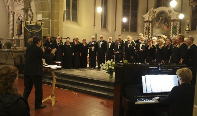 OGO tijdens een concert in Oud-Zevenaar. (foto: Frans Ypma)
