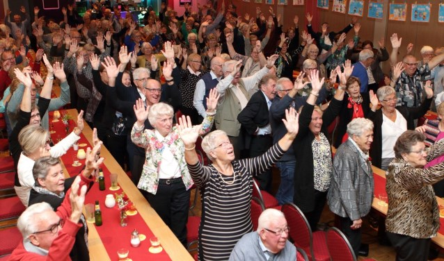 Uitgelaten deelnemers bij Sasa (foto: Henk Sluiter)