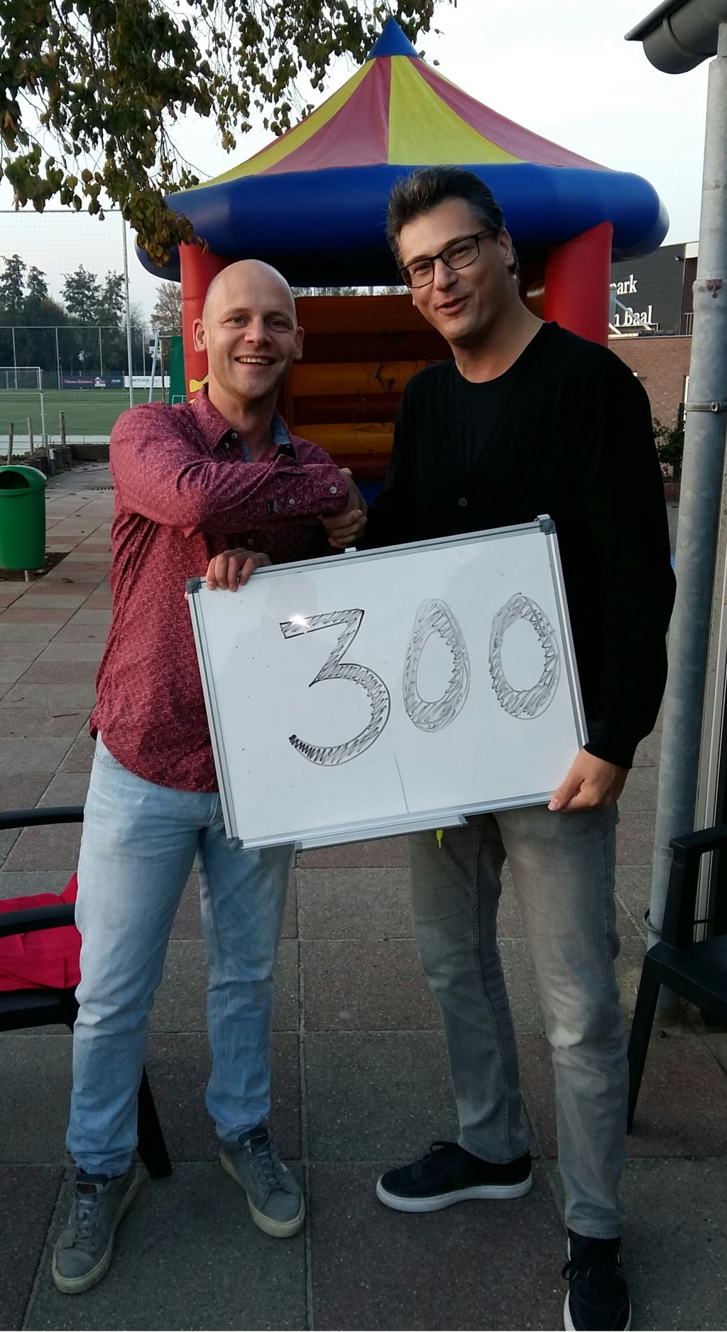 Frank van Schaik (CV De Deurdouwers) en Jimmy Berns (TVHA). (foto: Mark Rooijakkers)