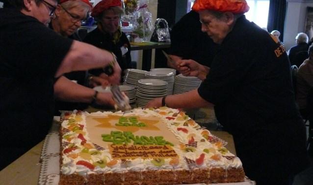 De taart ter gelegenheid van ons 25 jarig bestaan. (foto: Lenie Graven)