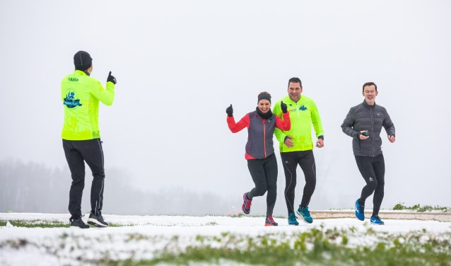 Trotse lopers tijdens hun eerste 3 km. (foto: Ivo Hutten)