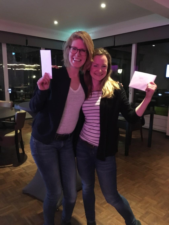 Ellen Willemsen en Inge de Wit trotse winnaars van de 1e Keezdrive in de Liemers