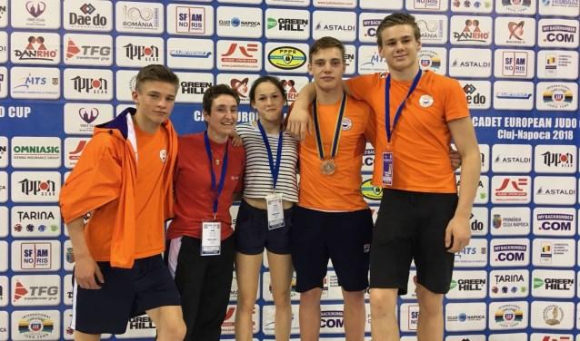 v.l.n.r.: Victor van Gerven, coach Joyce jansen, Elin Henninger, Koen Heg, Tigo Renes