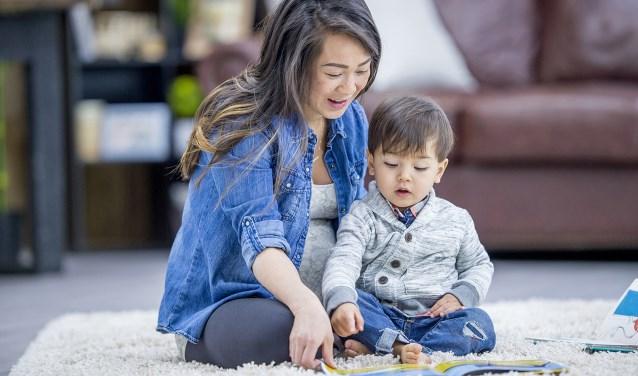 Voorlezen aan kleine kinderen vergroot hun taalvaardigheid
