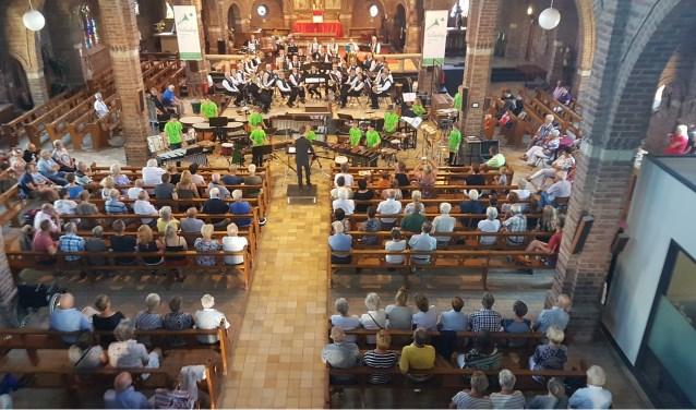 Slagwerkgroep en A-orkest (foto: Henk Sluiter)