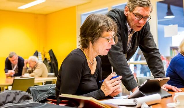Bij de bieb leer je (beter) omgaan met de computer, smartphone of tablet. (foto: Marcel Krijgsman)