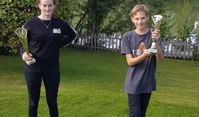 Mees Wilkens behaalde de Science Talent Prijs 2018 en Elisa Wagter behaalde de Cultuur Talent prijs 2018. Beide winnaars staan in/op de groene cirkel van Lotus Klaver. (foto: Yvonne Wilkens)