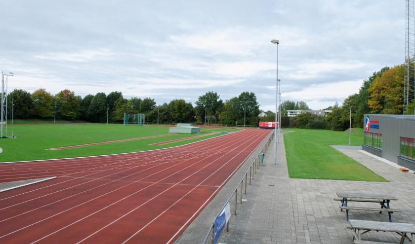 Atletiekbaan aan de Heerenmaten 4 in Zevenaar. (foto: Jouke Dijkstra)