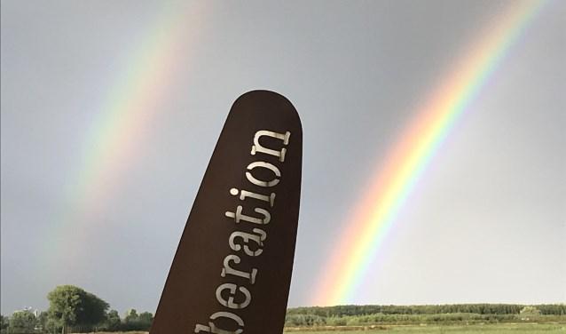 De Vleugel als onderdeel van de regenbogen. (foto: Jentje Bootsma)