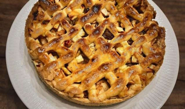 Een heerlijke Rotary appeltaart voor een supervrijwilliger! (foto: Rotary, J.W. Voogd)