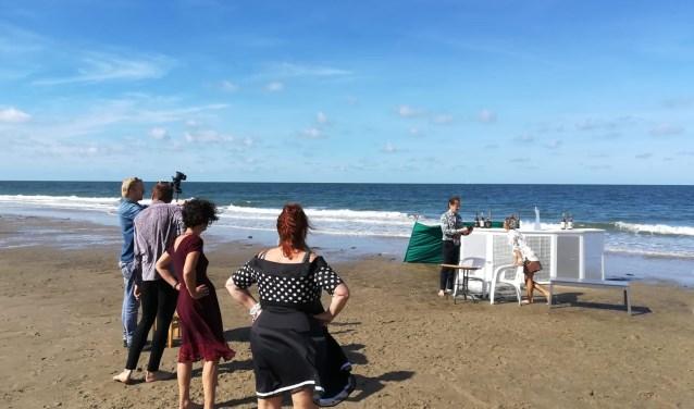 Opname van Uit! op het strand.