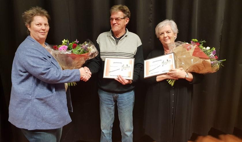 Jubilarissen Ton Scholten en Elly Tamboer. (foto: Annie Altena)
