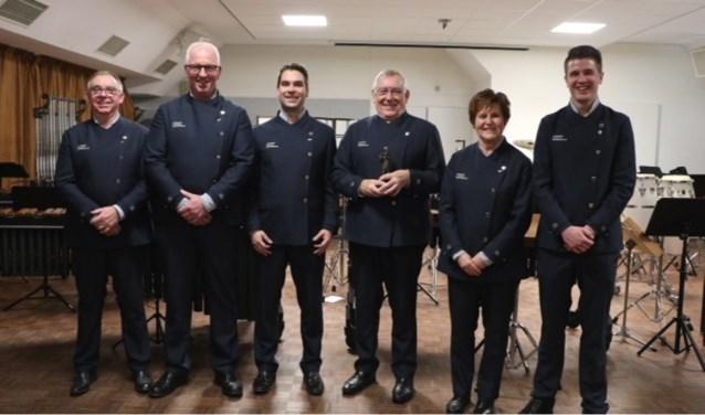Van links naar rechts: Rob van de Sant, Hans Barten, Jaap van de Sant, Arnold van de Sant, Gemmy Wassink en Jordi Rutten. (foto: Irma Rutten)