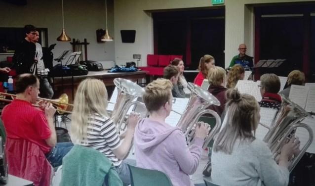 Orkest PWA aan het repeteren. (foto: Wouter Simons)