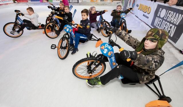 Lekker scheuren op de icebikes tijdens een uniek evenement dat het Winterfestijn dit jaar won: de Croky IceByk Challenge. (foto: Anja van Hunnik)