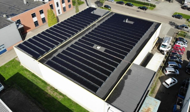 Zonnepanelen WatBeters op dak verhuisbedrijf Jacobs. (foto: Jacobs)
