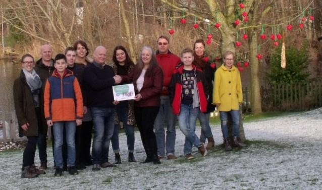 Ster-Appeltjesgratificatie van Univé aan ANBI Stichting Talento Metissimo.(foto: Toine Langerwerf Zeist)