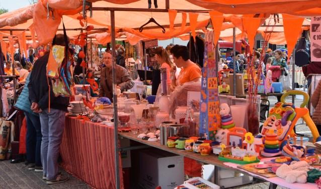 Deelnemers vlooienmarkt 2018. (foto: John Regensburg)