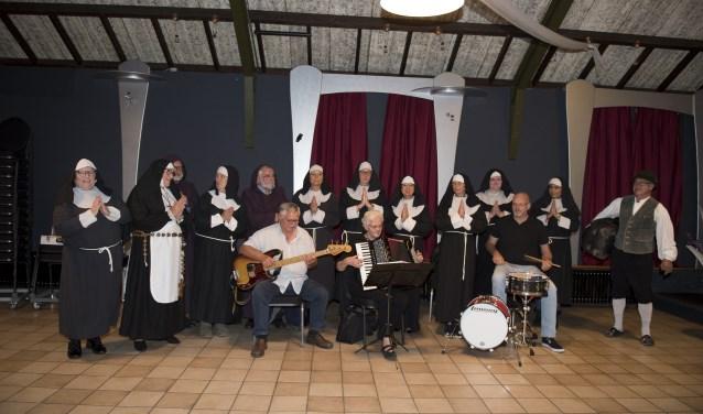 Groepsfoto Sister act. (foto: Van Beek Dodewaard)