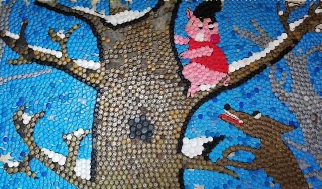 Plastic doppenmozaïek gemaakt door school in Hodod.