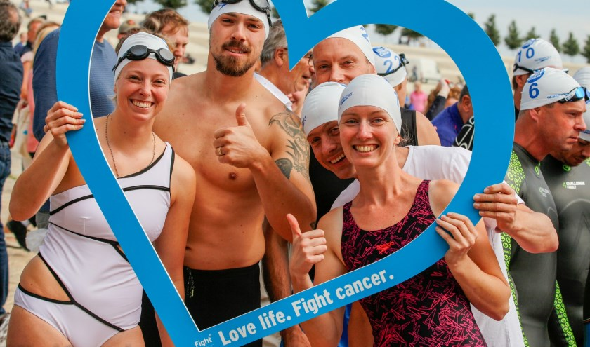 Enthousiaste zwemmers 1e editie Swim to Fight Cancer Nijmegen. (foto: Sjaak Snetselaar)