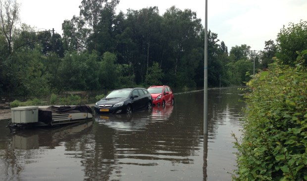 Wateroverlast Schavenmolenstraat Arnhem_ foto Maurice van Kippersluis