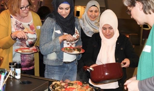 Feestelijk samenzijn met Nederlandse en internationale dames tijdens Internationale Vrouwendag in Didam. (foto: Rotaryclub Zevenaar)