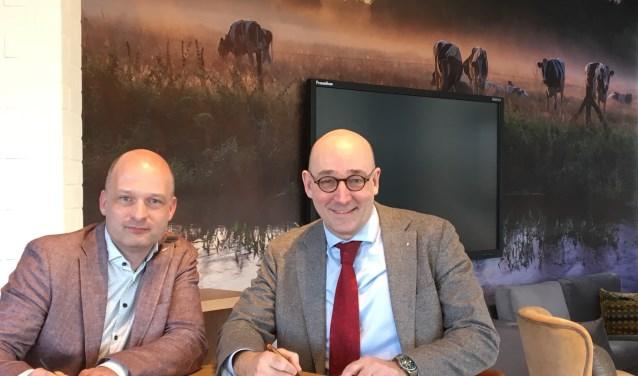 """Herman Soepenberg van Quadraam (rechts) en Mark van Westerlaak van de Groene Allianties de Liemers ondertekenden woensdag 27 februari de Verklaring van Verbinding. """"Het is belangrijk om met elkaar iets te doen om de leefbaarheid te verbeteren."""" (foto: Quadraam)"""