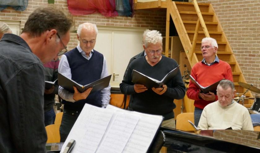 Repetitie van het Lingewaards Mannenkoor. (foto: Jan Startman)