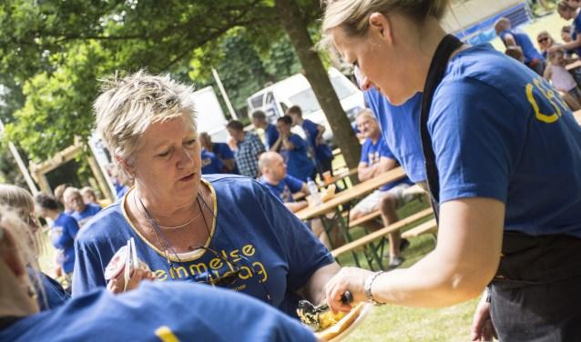 Gaby Wegdam, vrijwilliger en bestuurslid van de Bemmelse Dweildag. (foto: Anniek van de Berg)