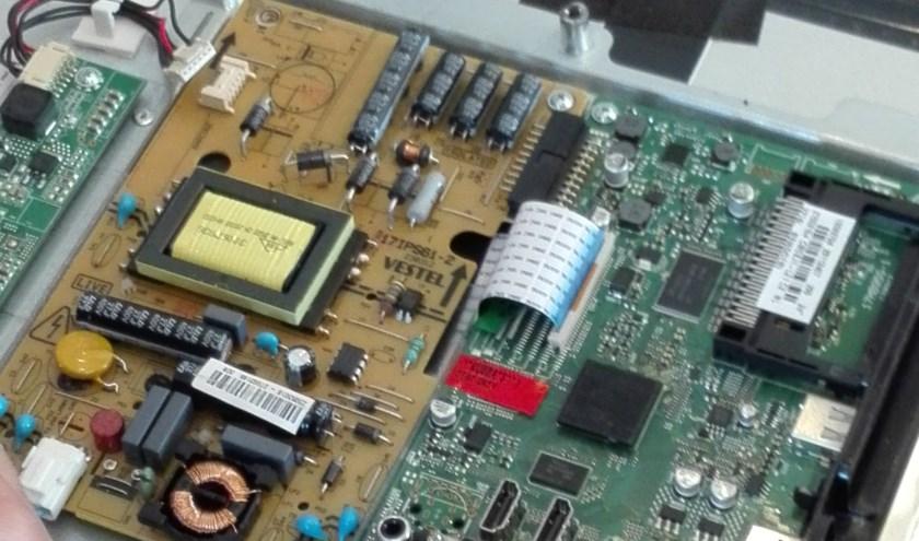 Elektronica ter reparatie. (foto: Jan Rikken)