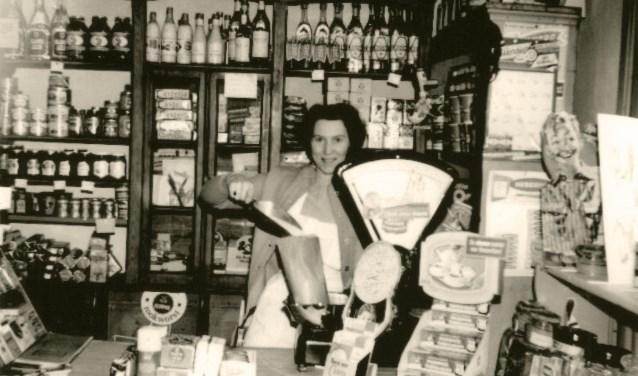 De winkel van Niels in de Munnikhofsestraat met Ciska