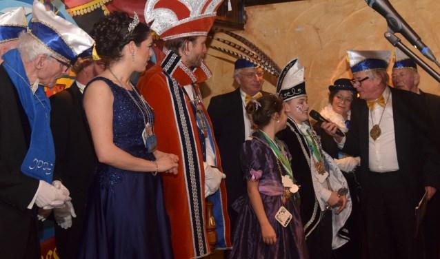 De prinsen en prinsessen worden welkom geheten door Jan Verhoeven. (foto: Ed van Eechoud)