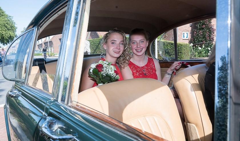 Kersenkoningin en hofdame 2018 Janet en Laura Boeijen. (foto: Fotostudio Wim)