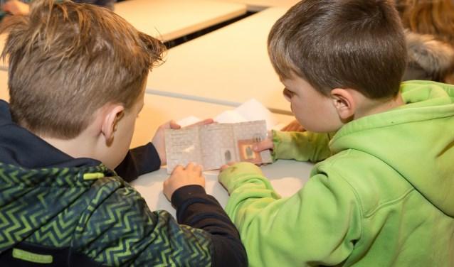 Spionagetraining in het Nationaal Bevrijdingsmuseum. (foto: Archief Bevrijdingsmuseum Groesbeek)