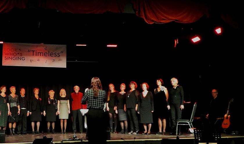 Koor Look Who's Singing, dirigent Maud Lavrijsen. (foto: Margreet Ditzel)