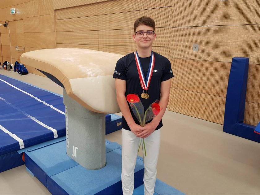 Sim Boerboom met twee gouden medailles. (foto: Peter Schimmel)