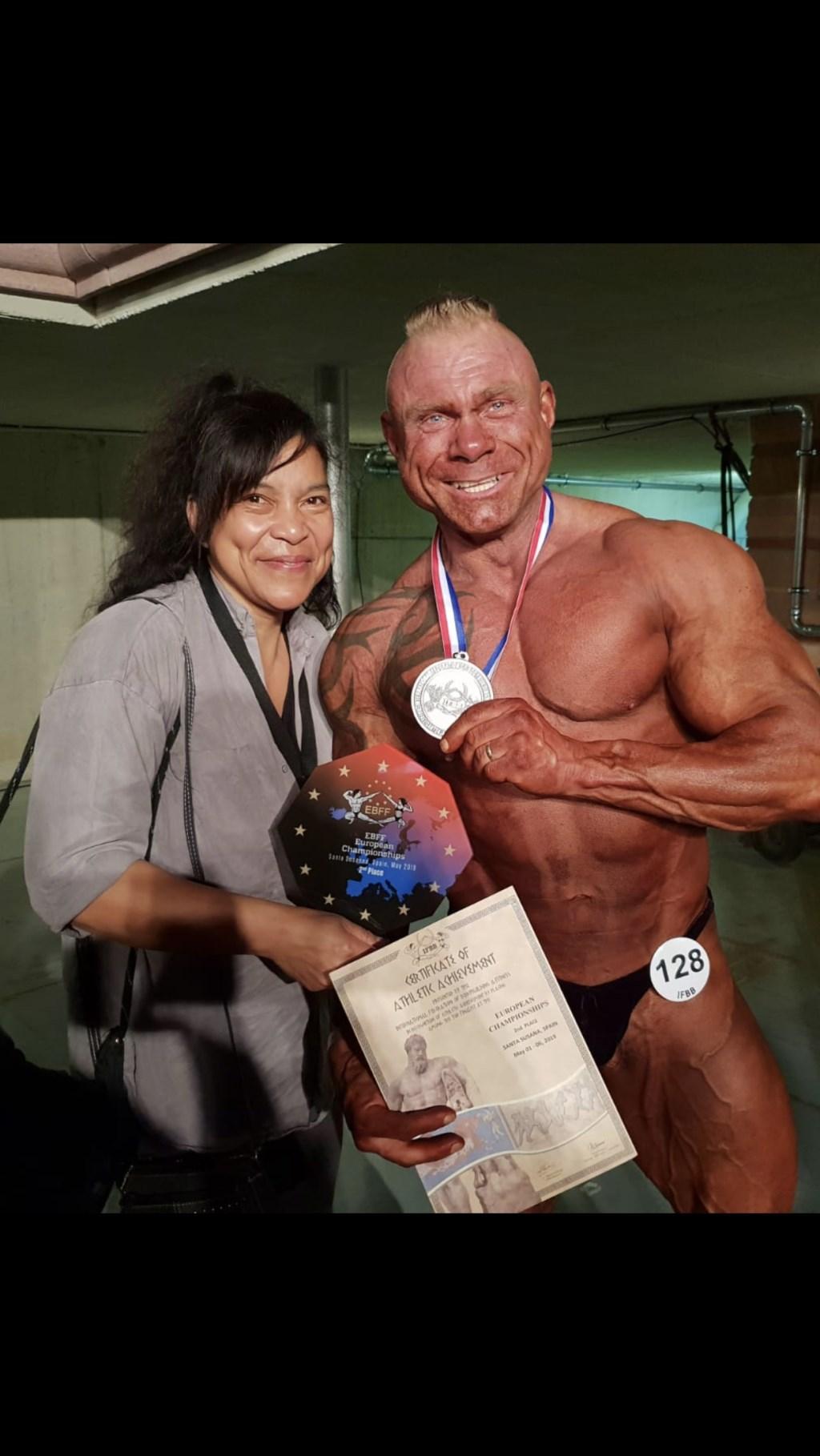 Foto: met mijn vrouw met zilver medaille © Hét Gemeentenieuws