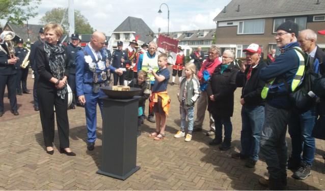 Doornenburg neemt de vlam in ontvangst. (foto: Henk van Eimeren)