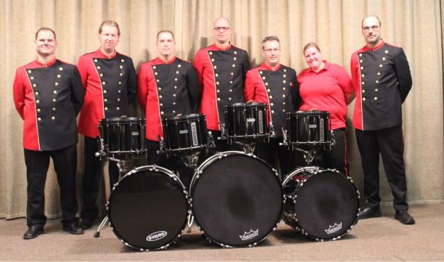 De tamboers met nieuwe trommels van de Malletband van Sint-Andreas. (foto: Sven Ograjensek)