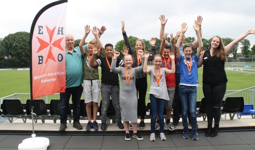 Groepsfoto geslaagde leerlingen. (foto: Hans Driessen)