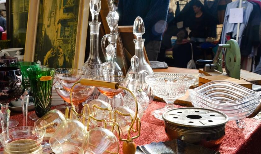Een groot aanbod in aangeboden spullen tijdens de Snuffelmarkt in Giesbeek. (foto: Sint-Gregorius )