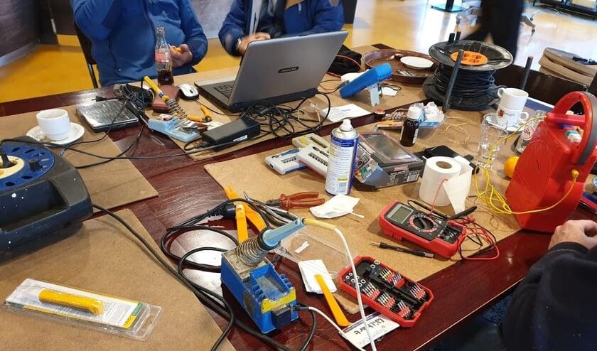 Elektronica ter reparatie. (foto: Peter Duteweerd)