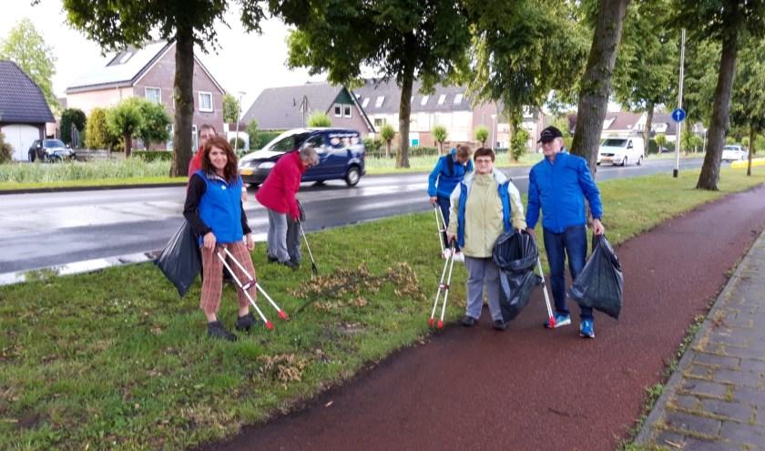 De zes deelnemers aan de opruimactie ZAB Bemmel. (foto: Jos Reintjens)