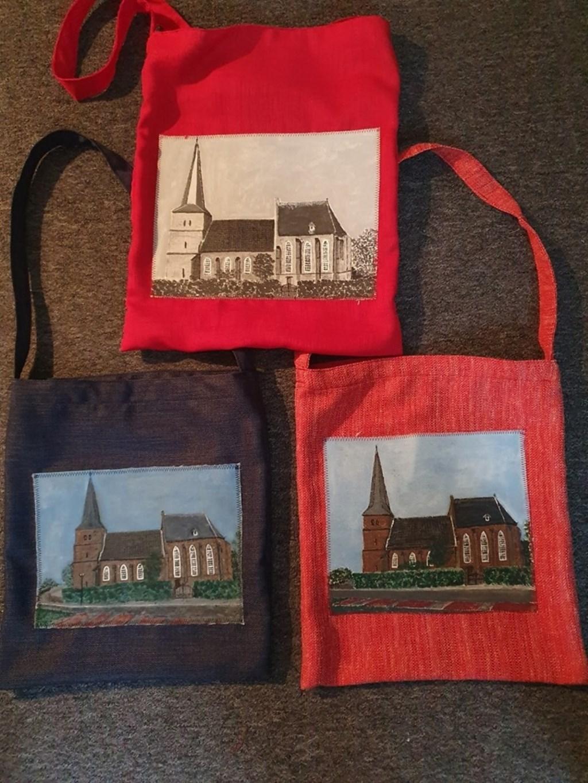 Kerk aan de Groesbeek ook op tassen. (foto: Gerda Sollie)