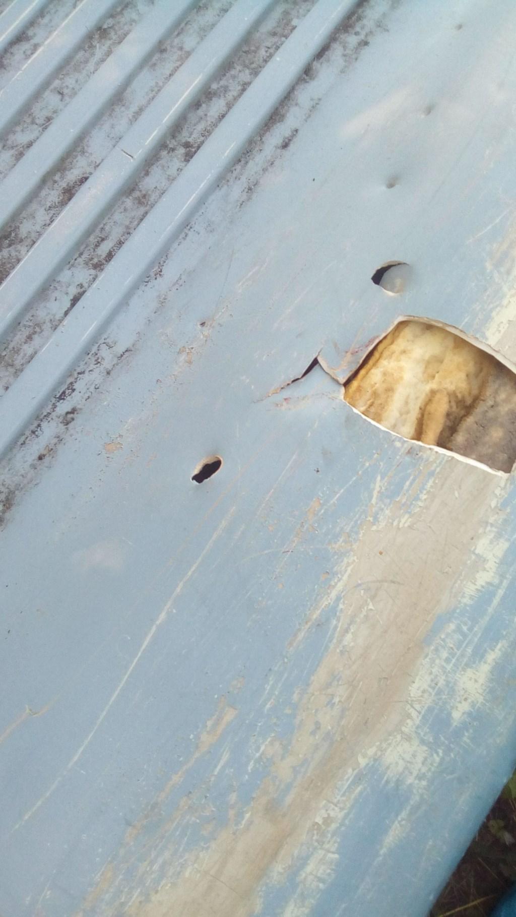 Kapotgeslagen polyester boot, detail. (foto:tj)