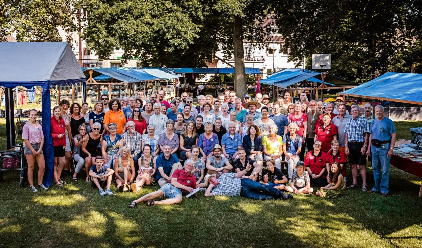 Vrijwilligers Eshofmarkt. (foto: Jaleesa Derksen)